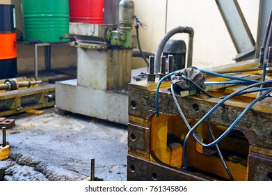 Repair of lathe, grinding machine, guiding and splined shaft. close up the details of the old machine