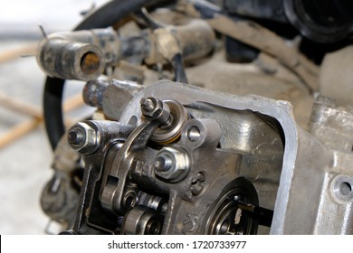 Repairing intake and exhaust valves and motorcycle engine cylinder heads