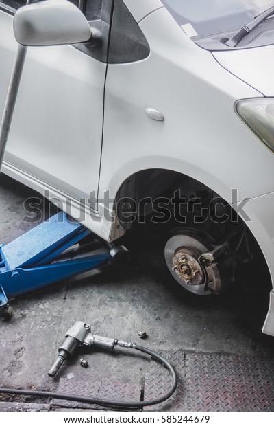 Repairing a wheel of car