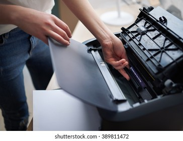 replacement of the cartridge in a laser printer