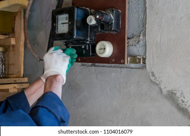 Replacement of the old electricity meter by a new one
