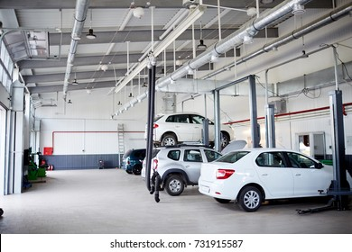 Replacing the wheel in a car workshop by an experienced mechanic