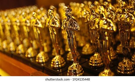 the replica of the Oscars Award