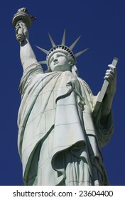 Replica of the statue of liberty in front of the New York, New York hotel in Las Vegas
