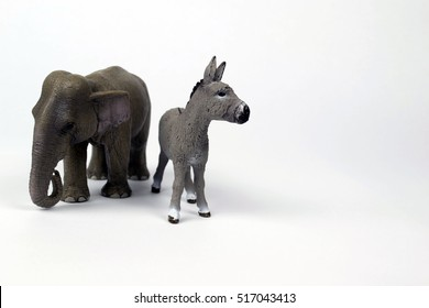Republican Elephant and Democratic Donkey turn away from each other.
