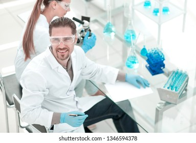 researchers working in the hospital laborator