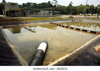 Reservoir for containment of oil spills on an Amazonian oil well