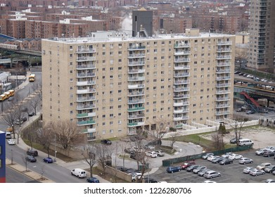 Residential apartment buildings and views of Coney Island Station from 8th St, Brooklyn, NY 11224, США 01/28/2016
