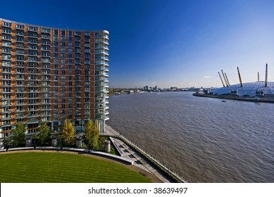 residential building, new providence wharf, views over o2 arena and river thames london