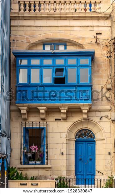 residential-house-facade-blue-door-600w-
