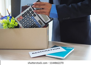 Resignation of businessmen All personal belongings are stored in a brown paper box. A letter of resignation is placed on the table.