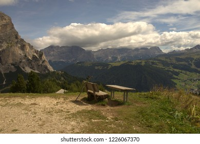 Rest and lookout in front of impressive alpine panorama