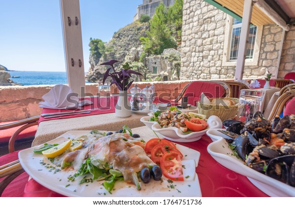 クロアチアのドブロヴニクにある海辺のレストラン。海の幸料理がたくさんある。