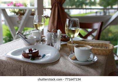 restaurant capuchino wine