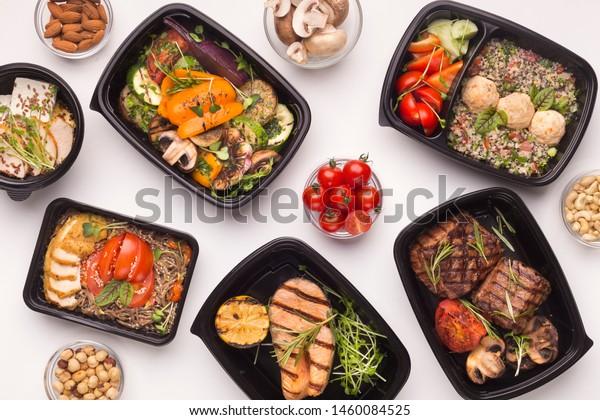 白い背景に日々の栄養を取り出すためのテイクボックスとレストランヘルシーな食べ物配達