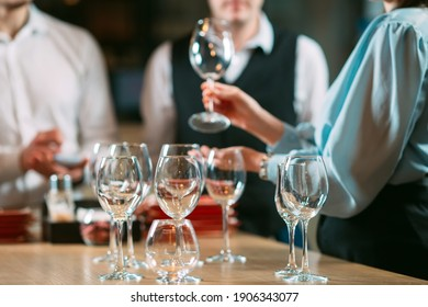The restaurant staff learns to distinguish between glasses