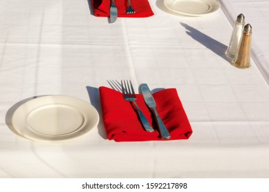 restaurant table setting white tablecloth red napkin