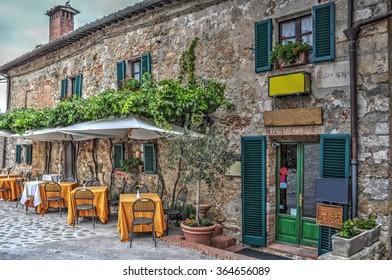 restaurant tables in Piazza Roma in Moteriggioni, Italy