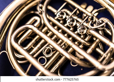 A resting French horn