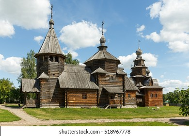 Resurrection Church and the Church of the Transfiguration in the Museum of wooden architecture in Suzdal