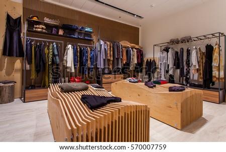c2ae9af36aa539 Retail Clothes Shop Design Interior stockfoto (nu bewerken ...