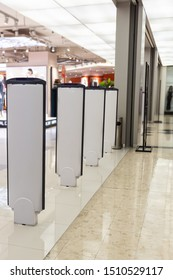 Système de porte électronique antivol de magasin de détail avec détecteur de décharges de levage et de vol