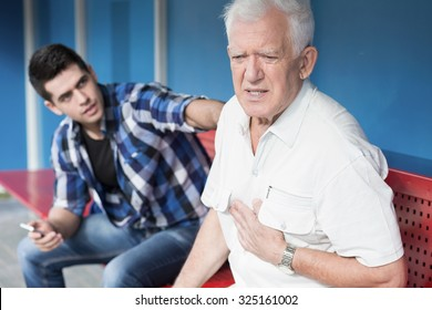 Retiree with chest pain and helpful young man