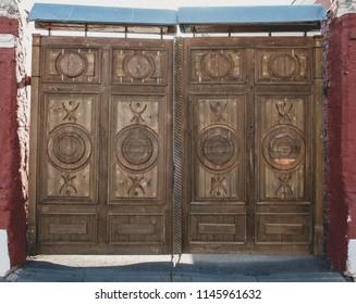 Retro gate entrance