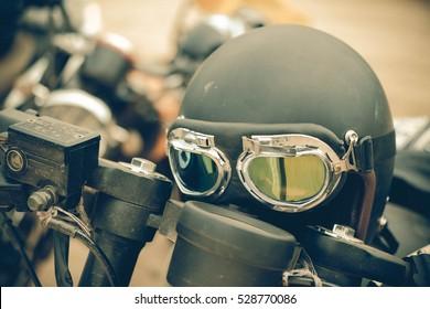 Retro motorcycle helmet with glasses