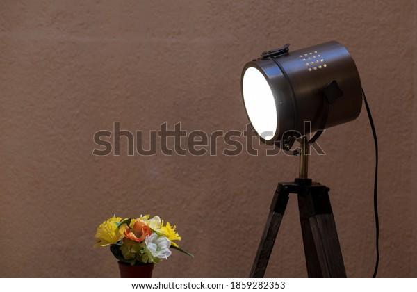 retro-style-floor-lamp-illuminating-600w