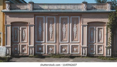 Retro style gate