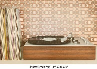 Imagen de estilo retro de un reproductor de discos vintage con álbumes de discos delante del fondo de pantalla de los setenta