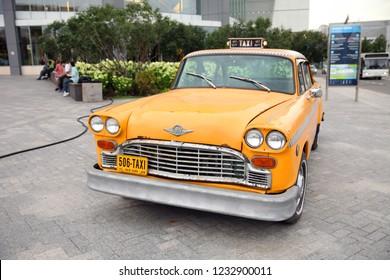 Retro Taxi new York Yellow, the car company Checker. Moscow. 27.08.2018