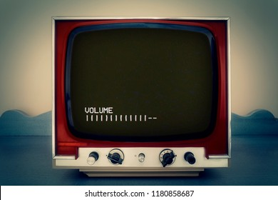 A retro vintage TV showing the volume of an old VCR player while a blank VHS tape is playing.