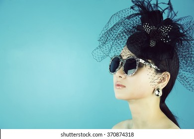 Retro Woman Portrait. Vintage Style Girl Wearing Old fashioned Hat, Beautiful black hat with feathers. Romantic Beauty.