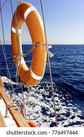 Rettungsring am Segelboot