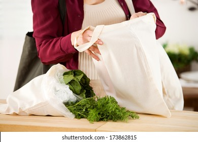 Reusable Bags: Focus on Fabric Bags