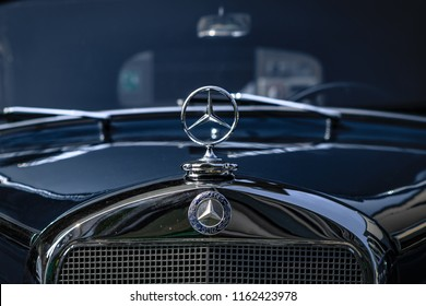 Reutlingen, Germany - August 19, 2018: Front grille and emblem of a Mercedes-Benz oldtimer car at the Reutlinger Oldtimertag event in Reutlingen.