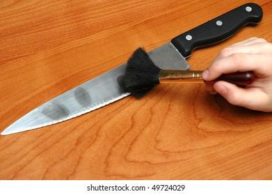 Reveal fingerprints on knife