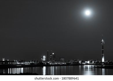 Düsseldorf and the Rhine Tower under the full moon in black and