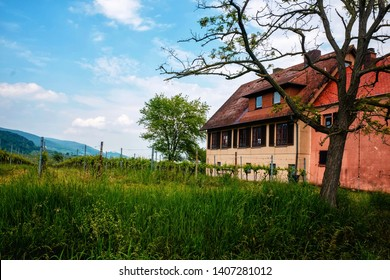 Rhodt am Rietberg is a popular winegrowing village in Rhineland Palatinate, Germany