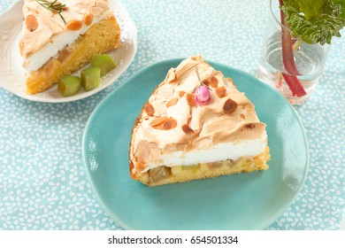 Rhubarb cake with meringue.