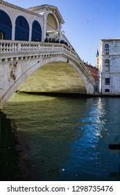 Rialto Bridge: a view of Ponte di Rialto from Canal Grande - Venezia, Italy 11/10/2018 - Photo