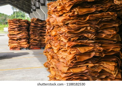 Ribbed Smoked Sheets are coagulated rubber sheets processed from fresh field latex. It is used as a raw material for the production of rubber products such as tires, tires, rubber hoses, belts.