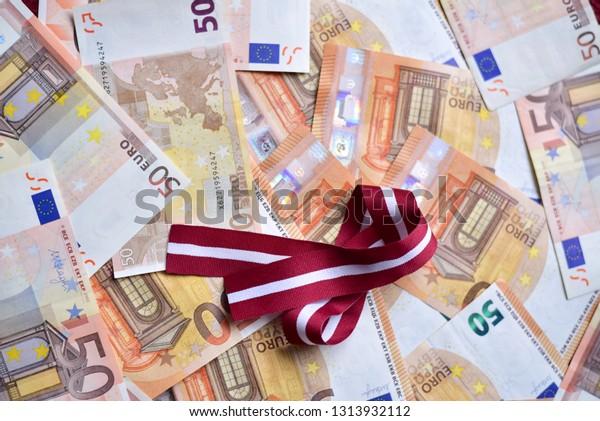 ribbon-colors-latvian-national-flag-600w
