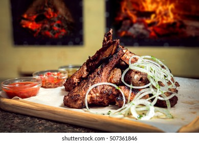 Ribs grilled with onions
