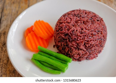 Thai rice berry on dish