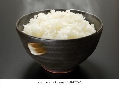 rice in black round bowl