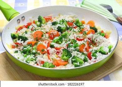 Rice with broccoli, onions, carrots and paprika