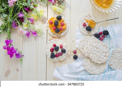Rice cakes with jam and berries for breakfast